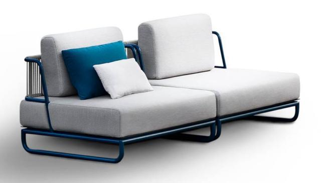 Il divano Sol di Daa, design Baldessari e Baldessari, fa parte della collezione che è caratterizzata dalla base con una struttura metallica colorata. Permette di dare vita a combinazioni multiple. www.daaitalia.com