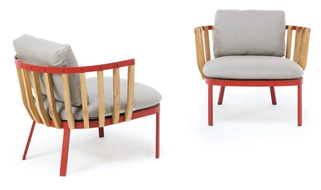 La poltrona Swing di Ethimo, design Patrick Norguet, ha dimensioni contenute e uno schienale formato da elementi in teak che si innestano sulla struttura geometrica in metallo colorato. È adatta anche all'esterno. www.ethimo.com