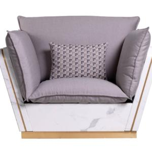 Fa parte della Collezione Matisse di Franchi Umberto Marmi la poltrona con una linea funzionale e raffinata: la struttura è realizzata in prezioso marmo bianco, la scocca è in alluminio.  www.franchigroup.it