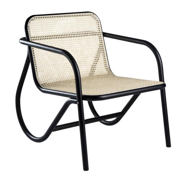 Il modello N. 200 di Gebrüder Thonet Vienna GmbH (GTV), design Michael Anastassiades, è una seduta senza tempo con un'eleganza minimalista. La struttura è in legno curvato, la seduta e lo schienale sono realizzati nella caratteristica paglia di Vienna. www.gebruederthonetvienna.com