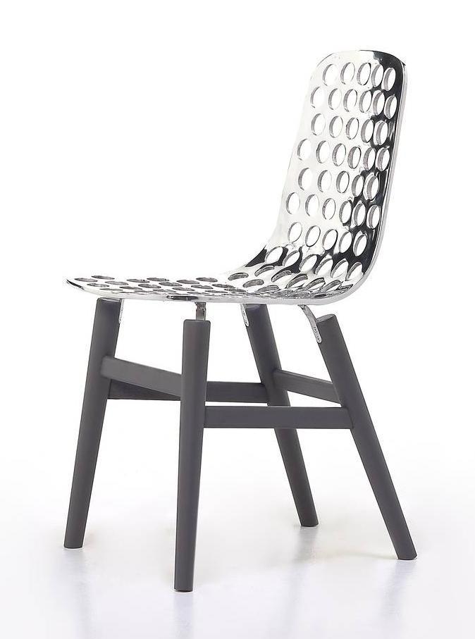 Novit le sedie al salone internazionale del mobile e del for Sedie per salone