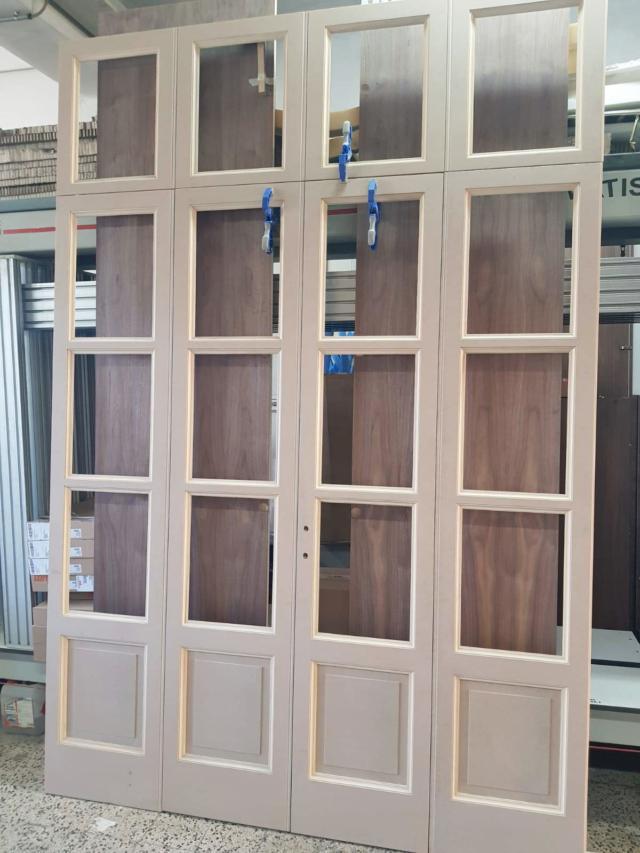la nuova grande porta vetrata disegnata come se fosse originale
