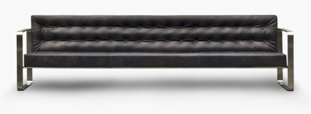 Il divano della serie T33 di Officina della Scala, design Franco Albini, è un'icona senza tempo che si rifà agli imbottiti modernisti: il telaio in acciaio sostiene la struttura imbottita e rivestita in pregiati pellami. www.officinadellascala.it