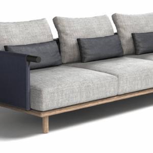 Il divano outdoor Eden di Roda, design Rodolfo Dordoni, è reso confortevole dall'ampia e profonda seduta e dai morbidi cuscini imbottiti; la solida struttura è realizzata in teak e metallo. www.rodaonline.com