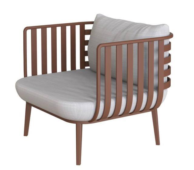 Thea di Roda, design Adam D. Tihany, è la poltrona outdoor caratterizzata dalla struttura in alluminio nelle verniciature smoke e rust. Le cuscinature sono realizzate in tessuti idro-drenanti. www.rodaonline.com