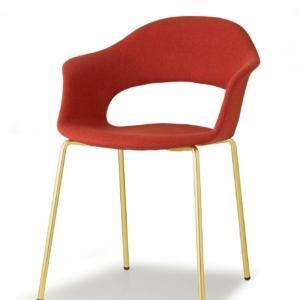 Lady B di Scab, design Studio Zetass, è la sedia che grazie alla sua forma avvolgente è adatta sia al residenziale sia al contract. La scocca in tecnopolimero, disponibile in tante varianti di colore, la rende leggera e resistente; è disponibile anche nella versione imbottita. La base è a quattro gambe in metallo effetto ottone satinato, ma varia in base alle esigenze. Alcune versioni sono adatte anche all'outdoor. Misura L 56 x P 58 x H 78 cm. www.scabdesign.com