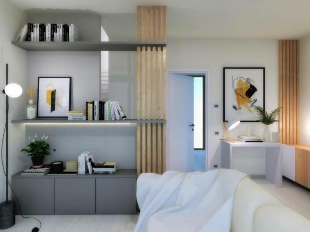 soggiorno nascondere scala muratura con mensole e montante listelli legno