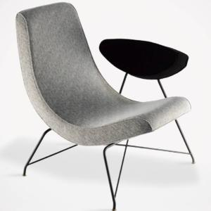 Reversible di Tacchini, design Martin Eisler, è la poltrona con un'estetica razionale e minimale che si rifà allo stile degli Anni Cinquanta. La seduta può essere posizionata in due modi diversi: permette di sedersi con la schiena eretta o in posizione semi-sdraiata. www.tacchini.it
