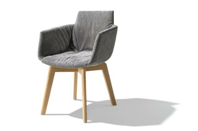 Grand lui di Team7, design Jacob Strobel, è la sedia ergonomica arricchita da morbidi braccioli imbottiti. L' imbottitura in schiuma sagomata su misura e rivestita in pelle o tessuto le permette di adattarsi perfettamente al corpo. www.team7.it
