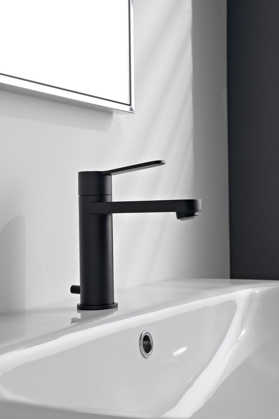 Rubinetti neri per un bagno moderno e chic cose di casa - Miscelatore bagno moderno ...
