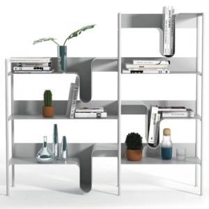 Wave di True Design, design Favaretto and Partners, è la libreria composta da ripiani in lamiera di metallo colorato, caratterizzati da un'insolita e sinuosa curvatura che si trasforma in un dettaglio ricercato. www.truedesign.it