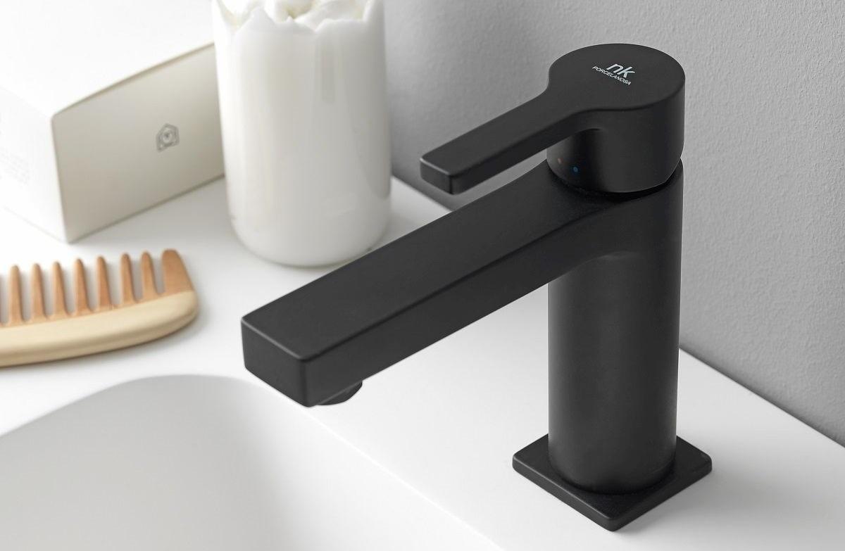 Rubinetti neri per un bagno moderno e chic cose di casa for Mobili neri