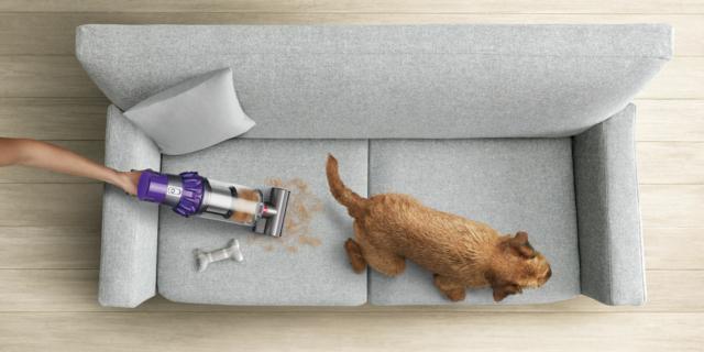 Come pulire divani e imbottiti con strumenti specifici