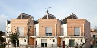 prospetto degli edifici coibentati con isolanti naturali
