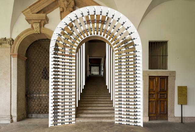 """L'istallazione """"Izipizi Eyeglasses – Design Vibrations"""" firmata dalla designer Chiara Andreatti ed esposta all'interno dell'Università Statale di Milano racconta la ricerca in termini di forme, pattern e colori del brand."""
