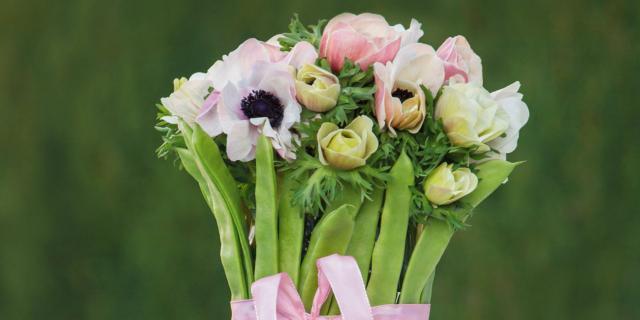 Fai da te di primavera con anemoni e piattoni
