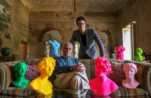 ARTIFICIAL_Lo Spotify delle Sculture presso lo showroom di Cavalli e Nastri in via Brera 2. Una  startup, tramite un raffinato e innovativo modello di stampante 3D, ha trasformato statue, puttini e sculture in cloni in fibra di mais.