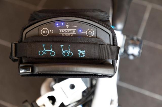 Brompton Junction Milano in via Melzo 36 presenta il modello di bici elettrica Brompton X CHPT3 2019 Limited Edition.