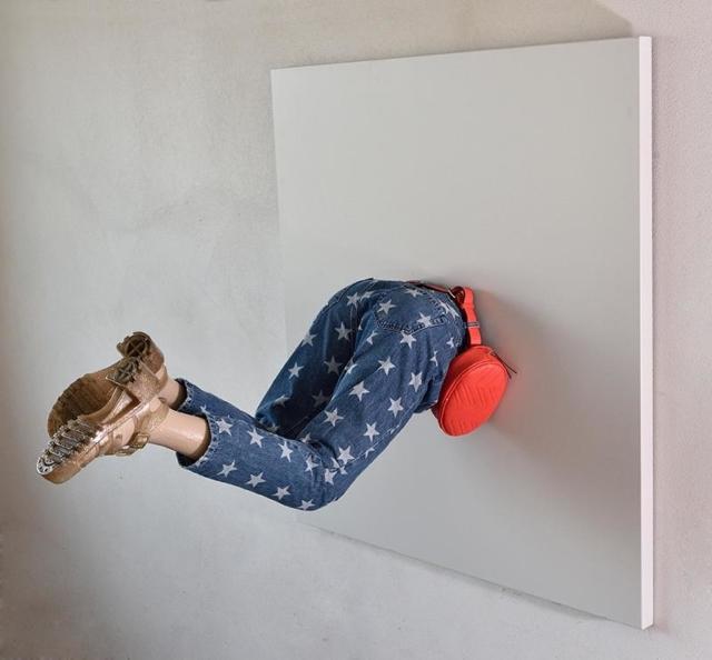 """Beyond the Wall di Erika Celesini in mostra a Inner Yard nel Lambrate Design District dal 9 al 14 aprile 2019. Le opere dell'artista sono espressione del suo impegno di ricerca e recupero di oggetti dimenticati che hanno ancora una loro storia da raccontare e una loro """"anima"""" da rivelare, con uno sguardo attento alla sostenibilità."""
