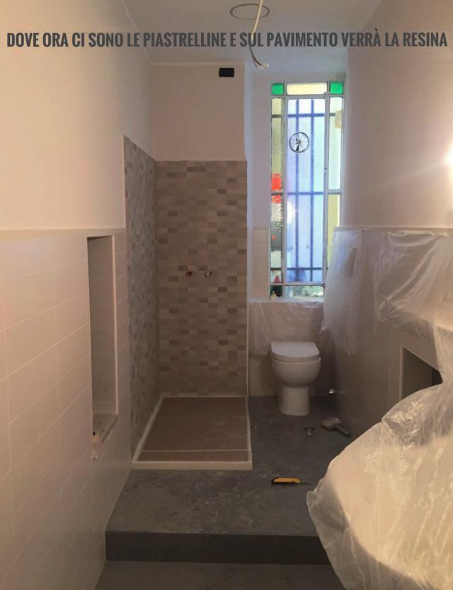 tolto box doccia e coperto le pareti