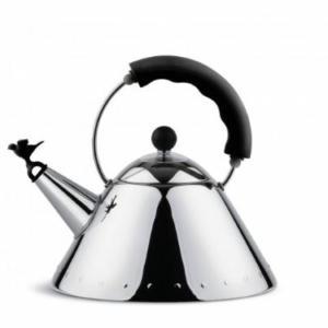 Bollitore in acciaio inossidablie 18/10 lucido con manico e fischietto a uccellino in PA, nero. Fondo in acciaio magnetico adatto alla cottura ad induzione.