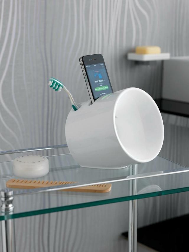 L'amplificatore di volume per smartphone Eco (design Gianluca Paludi) integra anche la funzione di porta spazzolini, porta spazzole o porta trucco. Disponibile in bianco, verde, rosso, nero, marrone e grigio. (www.stilhaus.it)