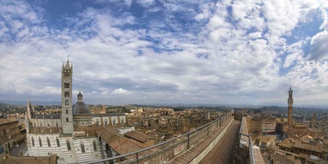 La città del cielo. Dal Facciatone del Duomo Nuovo il Panorama di Siena. Nuovi Orizzonti sulla Città