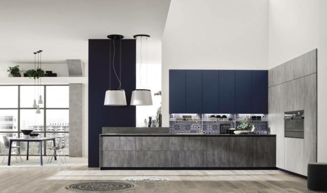 Loft Wall e Loft Soft di Arrex formano la cucina con pensili molto alti che permettono di sfruttare al meglio tutto lo spazio a disposizione. Le ante delle basi e delle colonne sono realizzate in laminato nella raffinata finitura cemento; quelle dei pensili, con profilo a gola, sono nella finitura UV colore Blu soft touch effetto seta che dà vita ad un raffinato contrasto. Il pensile con un'anta misura L 60 x P 34 x H 72 cm. Prezzo 145 euro + Iva. www.arrex.it