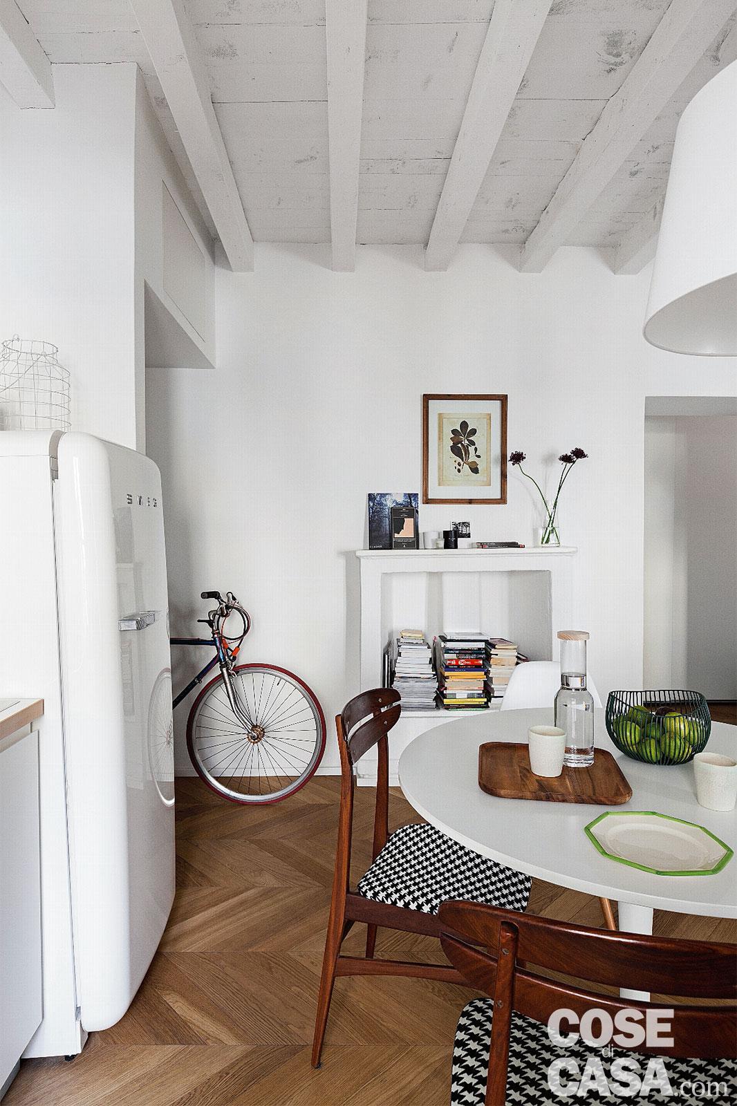 Soffitto Travi A Vista Bianco mini bilocale di 45 mq con travi a vista in bianco - cose di
