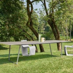 Tavolo Axy outdoor, sedia Sign, sgabello Sag