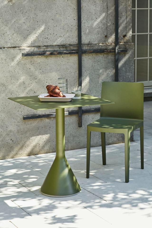 Tavolo piccolo per esterni  hay Palissade Cone Table olive_Elementaire Chair olive