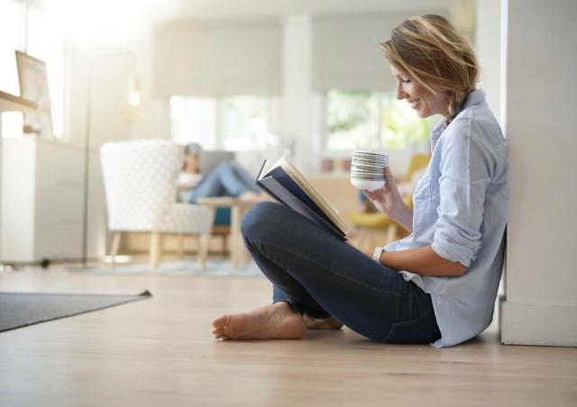 L'impianto di riscaldamento a pavimento diffonde in modo uniforme il calore in estate, ma anche il fresco in estate, assicurando il massimo comfort in casa.