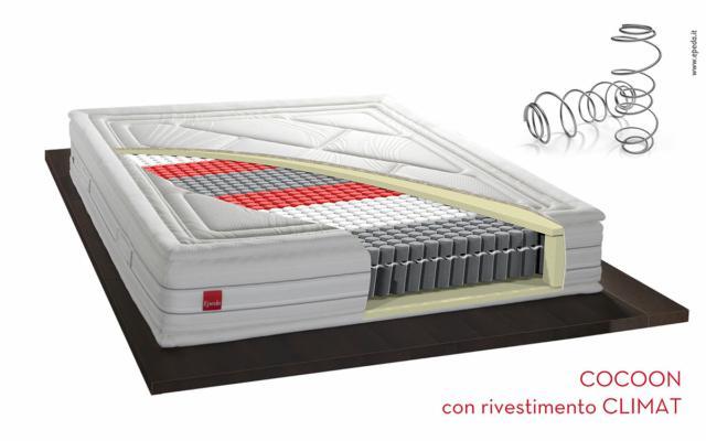 Il cuore high-tech di Cocoon è costituito da un sistema di ultima generazione Multi-Air Performance con molle Synchro, che sfrutta le più innovative tecnologie a molle insacchettate per offrire un sostegno perfetto, profondo e duraturo, reso eccellente nelle performance dal sistema brevettato Régen-Air, in grado di rinnovare fino a 10 volte per notte l'aria contenuta nel materasso. Il suo rivestimento extra-comfort è reso unico da una doppia imbottitura con sistema Pillow Top, che offre un comfort eccellente ed un'estetica elegante e di grande fascino, senza rinunciare alla massima praticità. Da provare!