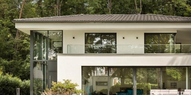 Serramenti e pareti vetrate: luce e trasparenza senza perdere in performance di isolamento