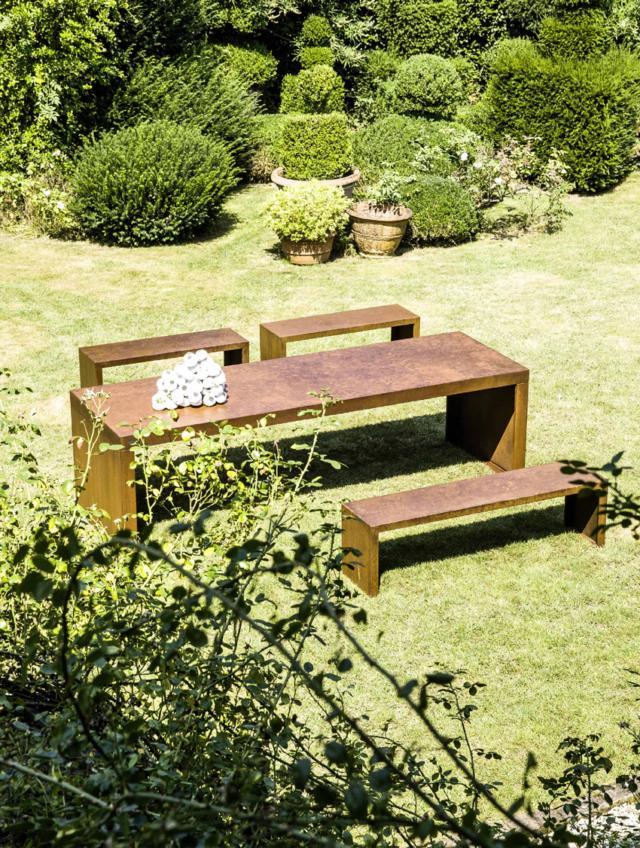 Il Giardino di Corten tavolo per esterni e panche
