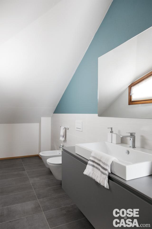 bagno in mansarda nel sottotetto di 125 mq