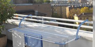 GIMI BREZZA EXTEND: grazie alla griglia allungabile stendi sul balcone anche lenzuola e tovaglie.