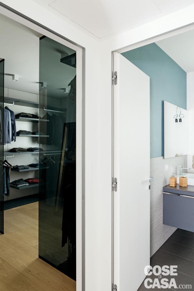 angolo del sottotetto di 125 mq tra cabina armadio e bagno al piano terra