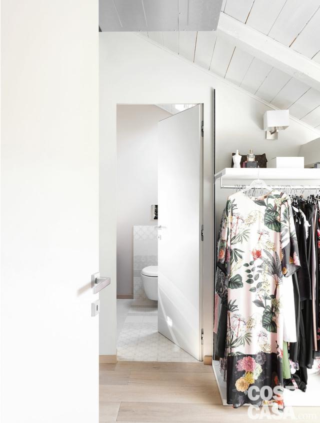 cabina armadio, stender, tetto a falda, porta a battente, bagno