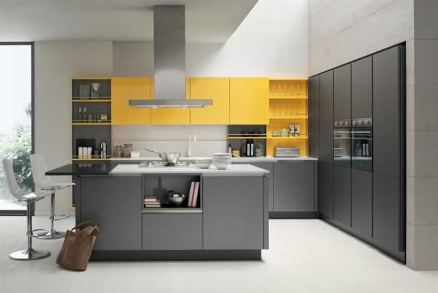 venetaCucine_Oyster-laccato-finitura-Metallo-Liquido-Mercurio-686-&-laccato-lucido-Giallo-Girasole-861 cucina con pensili colorati