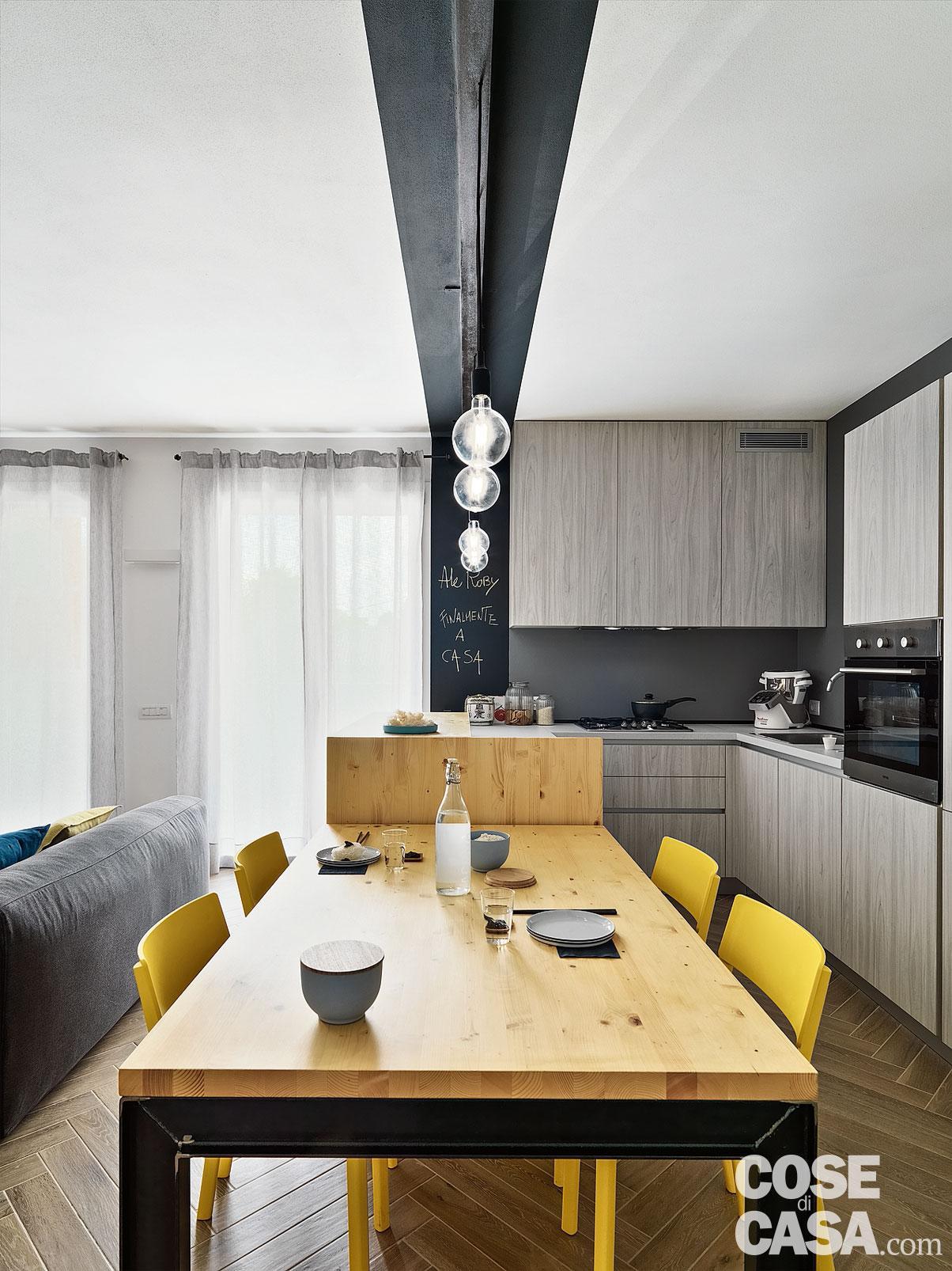 Sedie Gialle Da Cucina.Casa Piccola Di 55 Mq Ecologica Dai Colori Giallo E Blu Cose Di Casa