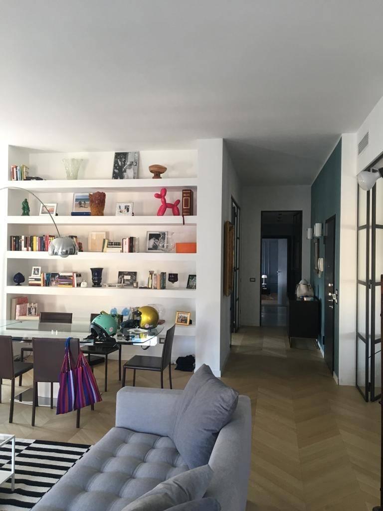 Libreria in cartongesso una quinta che arreda e divide for Architetto arreda