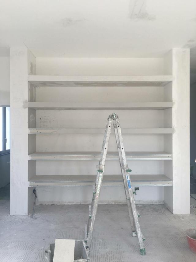 vista libreria in fase di rasatura