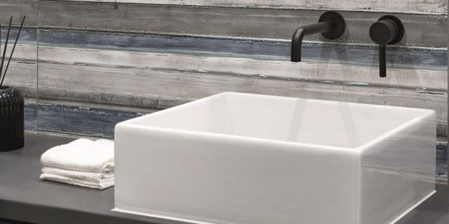 """Il bagno piccolo si """"amplia"""" con scelte strategiche"""