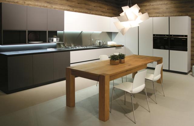 Tavolo per la cucina e tavolo per il soggiorno: c'è ...