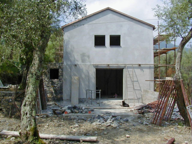 Finite-le-aperture-e-intonacata-la-facciata-1024x768