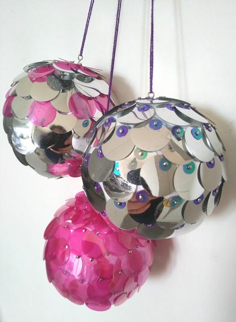 palline fai da te per l'albero con paillettes rosa e argento