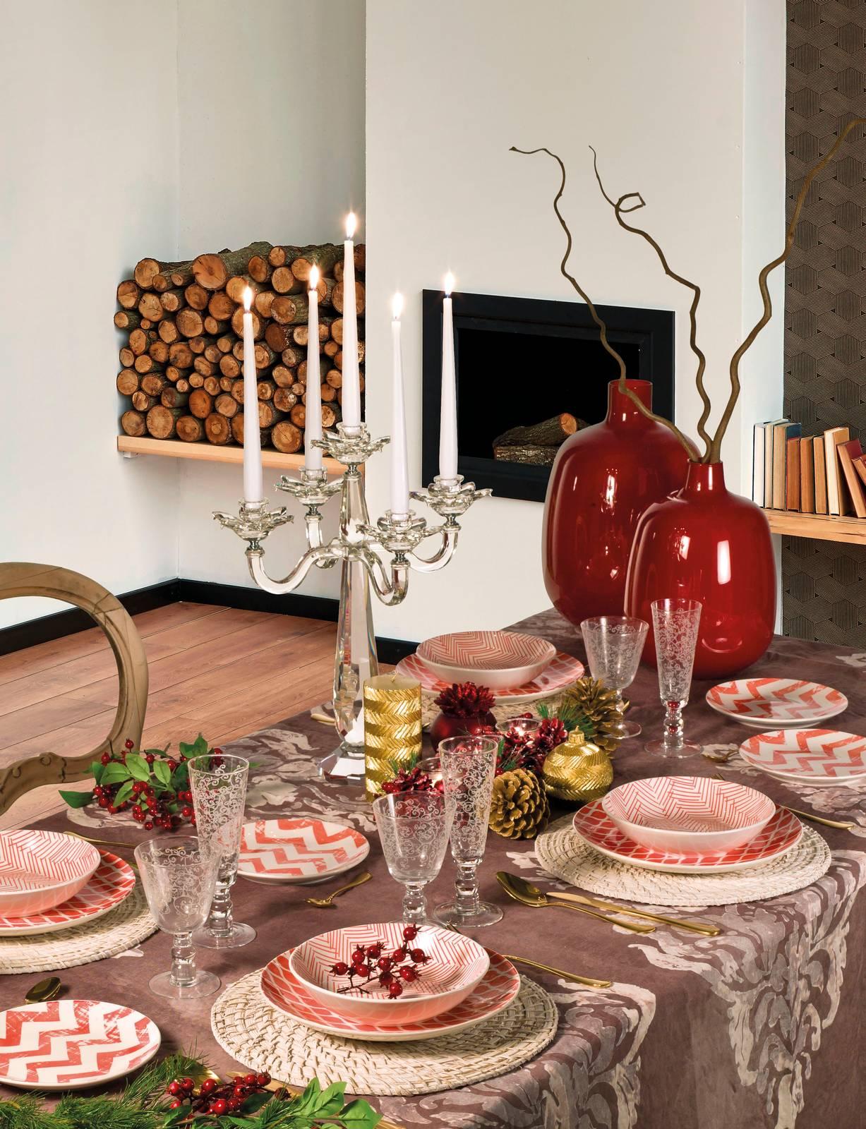 Decorazioni Natalizie Tavola.Tavola Di Natale Piatti E Decorazioni Oro Rosso Bianco Cose Di Casa