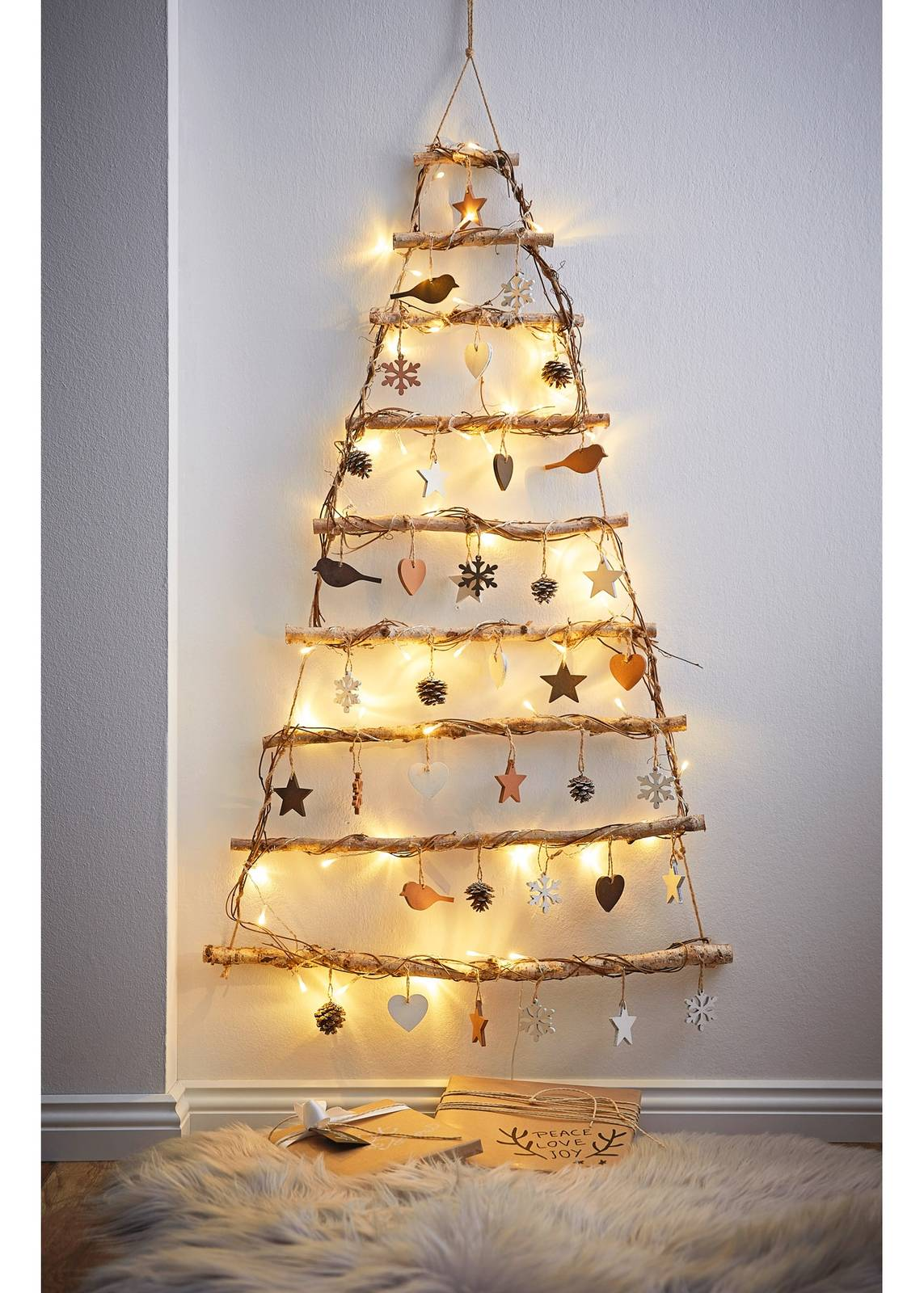 Immagini Alberi Di Natale.Albero Di Natale Tradizionale O Piccolo E Salvaspazio Cose Di Casa