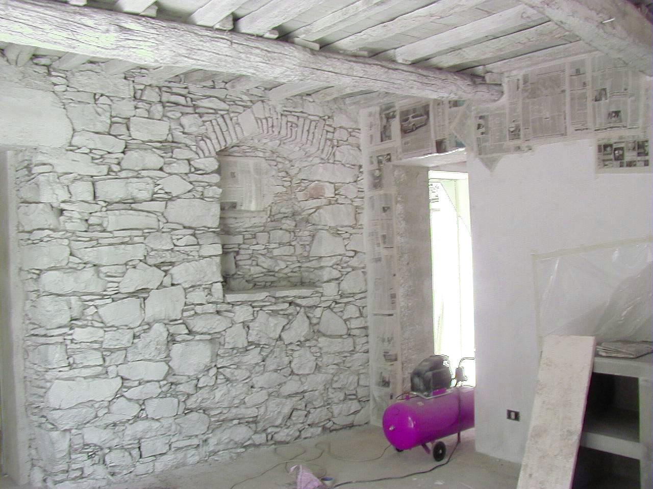 Muro Fatto In Pietra pareti in pietra a vista sbiancata. per un rustico
